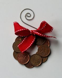Canadian Penny Wreath Christmas Holiday by PumpkinandParsnip. Need this for the International tree at work! Christmas Ornament Crafts, Holiday Ornaments, Christmas Projects, Holiday Crafts, Christmas Holidays, Christmas Decorations, Christmas Ideas, Holiday Ideas, Canada Day Crafts