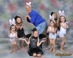 What would Easter be without some super awkward photos? We had a blast compiling the best of the best -- and you'll have a good chuckle as you click through some of these awkward Easter photos. Weird Family Photos, Awkward Family Photos, Strange Family, Awkward Pictures, Bad Photos, Family Pics, Funny Easter Pictures, Cool Pictures, Old People Jokes