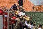 CONEXÃO BOMBEIRO : Pintor é eletrocutado em telhado na Vila Estrela