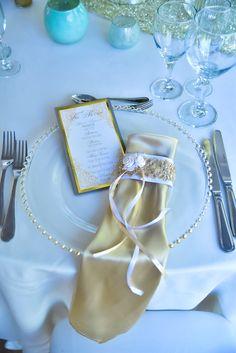 Guest tables decorations| White & Gold| Napkins| Menu Cards| Venue Kukua Punta Cana| Design Begokua| Photo by HDC