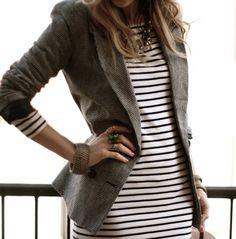 raita mekko ja bleiseri - striped dress with blazer Style Work, Mode Style, Style Me, Office Style, Classic Style, Striped Blazer, Tweed Blazer, Striped Dress, Gray Blazer