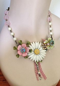 """June Challenge:  """"If I Were a Bride.""""  Vintage Enamel Daisy Flower Necklace  White Pink by JaelDesigns"""
