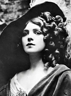 Actress Elizabeth Bellairs may not have been well known - she was in only 2 silent films - but like other actresses of her time, she was very beautiful!