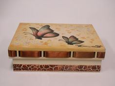 Caixa passa fita com borboletas - Passo a passo disponível em http://fb.com/acrilexbrasil