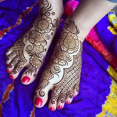 Summer feet on #MarthasVineyard! Get decorated and make walking barefoot even better!