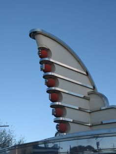 Art Deco Warner Theme Park, Madrid, Spain - previously Warner Bros. Movie World Madrid and Warner Bros. Bauhaus, Architecture Design, Amazing Architecture, Vintage Architecture, Building Architecture, Art Nouveau, Moda Art Deco, Blog Art, Muebles Art Deco