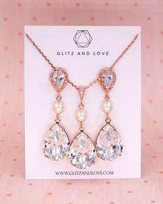 Swarovski Crystal Teardrop Rose Gold Jewelry Set, earrings, necklace, bracelet, bridal shower gifts, brides jewelry, wedding, bridesmaid, pearl jewelry, www.glitzandlove.com