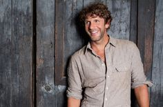 See Billy Currington salute his home state with 'Georgia On My Mind.'