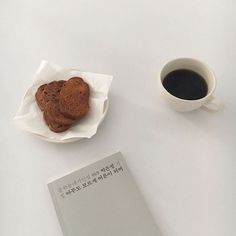 "1,779 Synes godt om, 3 kommentarer – kimo (@the_kimo) på Instagram: ""_ 매일같이 정신없지만, 그 또한 감사하며 잠시 쉬어가기 ☕️ (그 와중에 포비 러스크 진짜 맛나부로)"""