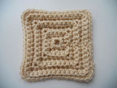 Hakerij / Crocheterie: #crochet: magic motif (ameliorated) / haken: magisch vierkant (verbeterd); free pattern!