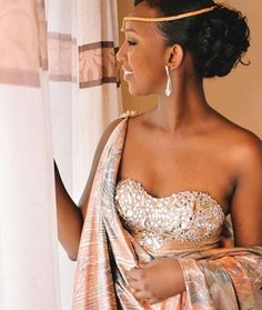 African Traditional Wedding, Traditional Fashion, Traditional Dresses, African Wedding Attire, African Attire, Engagement Hairstyles, Gowns Of Elegance, Elegant Gowns, Traditional Wedding Attire