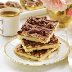 Luscious Shortbread Caramel Chocolate Pecan Squares - These luscious squares are perfect at the holidays when time is tight but you need to bake for guests. They'll never guess you started with a cookie mix! Caramel Shortbread, Shortbread Bars, Shortbread Recipes, Caramel Pecan, Holiday Baking, Christmas Baking, Xmas Food, Christmas Treats, Christmas Cookies