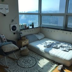 135 spectacular small bedroom design ideas for cozy sleep 38 Apartment Room, Room Ideas Bedroom, Room Design, Apartment Bedding, House Rooms, Apartment Decor, Minimalist Bedroom, Small Bedroom, Dream Rooms
