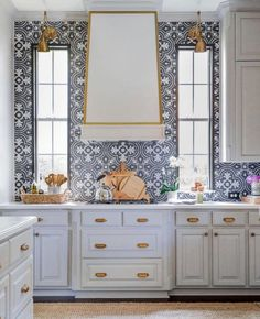 Someone recently told me they were over the white cabinet #kitchen. I don't think the #neutral color will ever go out and there are so many ways to jazz up the all-white cabinet kitchen. Swipe left ⬅️ to see some heart stopping #whitekitchens. . 1 - @awelldressedllc is bold with a patterned #backsplash 2 - @rinfretld introduces unique #colorful #appliances 3 - @timbertrailshomes incorporates #openshelving for a beautiful display #backsplashdesign #whitekitchen #whitecabinet Small Cottage Kitchen, Old Kitchen, Farmhouse Kitchen Cabinets, Kitchen Cabinet Design, Ikea, Cabinets And Countertops, Diy Kit, Shower Niche, Smitten Kitchen