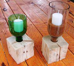 Soporte para velas con botellas recicladas y madera de palet.