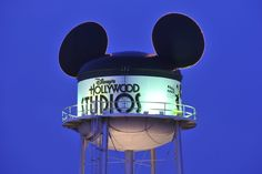 300,000 gallons of water are needed to fill the water tower at Disney's Hollywood Studio but, 0 gallons of water are in the water tower, its just a prop #Disneyhollywoodstudio #DBTN #WDW