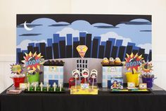 Here's a round up of 41 superhero party ideas that any boy or girl would love. From cakes to dessert tables to favors and party supplies, these are the best superhero birthday parties we could find. Boy Birthday, Birthday Parties, Theme Parties, Birthday Ideas, Batman Birthday, Kid Parties, Videos Princesas Disney, Superhero Theme Party, Superhero Ideas