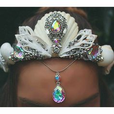 What a stunning Mermaid Crown! Can't wait to show you my Mermaid crown for the Mermaid Festival next month! Seashell Crown, Shell Crowns, Mermaid Crown, Mermaid Headpiece, Mermaid Ring, Mermaid Outfit, Circlet, Tiaras And Crowns, The Little Mermaid