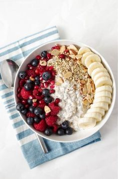 Easy Vanilla Overnight Oats with Fruit is part of Workout food - These Vanilla Overnight Oats Breakfast Bowls are filled with glutenfree oats, mixed fruit, nuts, seeds, and take just minutes to prepare Healthy Breakfast Recipes, Healthy Snacks, Healthy Eating, Healthy Recipes, Healthy Breakfasts, Healthy Cafe, Healthy Food For Kids, Delicious Recipes, Healthy Yogurt