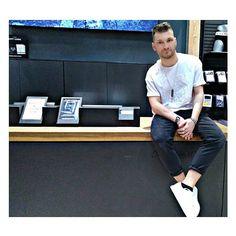"""La moda non deve mai decidere chi sei. È lo stile a decidere chi sei. E a perpetuarlo.""  Total look by @jackandjones_ravenna C.C ESP di Ravenna Lun-Sab: 9.00/21.00 Dom: 10.00/21.00 . . . . #jackjones #outfit #man #modauomo #fashion #core #shoes #centrocommercialeESP #ravenna #model #instagood #instagramers #mood #swag #instalike #modamasculina #onlyman #totalman #friendlyshop"