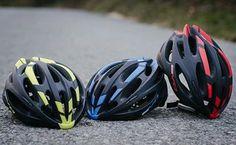 BH Bikes, al igual que muchas grandes marcas en el mundo ciclista, se han movilizando hacia la posibilidad de producir su propia línea de ropa y accesorios, sobre la base del análisis de poder adquisitivo del mercado y su experiencia en producción en el extranjero. Así, no hace mucho tiempo, la compañía española realizo el
