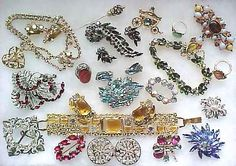 Assorted vintage jewelry