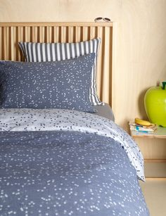 Simple and stylish navy kids bedding set. Our Stars Navy has our favourite stars print on a lovely dark navy reversible bedding set. Double Bedding Sets, Kids Bedding Sets, Luxury Bedding Sets, Childrens Bed Linen, Bed Linen Sale, Restoration Hardware Bedding, Linen Store, Bedroom Accessories, Cool Beds