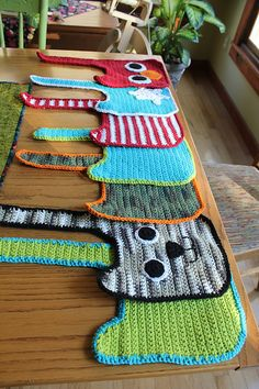 crochet bibs, nice colour!