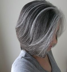 Appealing blending grey hair with highlights and lowlights inspirational for hair colour. Stunning blending grey hair with highlights and lowlights ideas for hair colours. Hair coulour inspiration with extraordinary 7 gorgeous gray hair makeovers. Hair Highlights And Lowlights, Silver Highlights, Natural Highlights, Color Highlights, Grey Hair Don't Care, Covering Gray Hair, Transition To Gray Hair, Salt And Pepper Hair, Silver Grey Hair