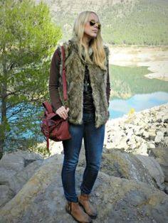 Mistylobycris Outfit  gafas botines Jeans bolso camiseta chaleco  Otoño 2012. Cómo vestirse y combinar según Mistylobycris el 29-11-2012