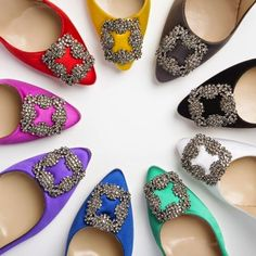 Rainbow of Manolo Blahnik Hangisi pumps