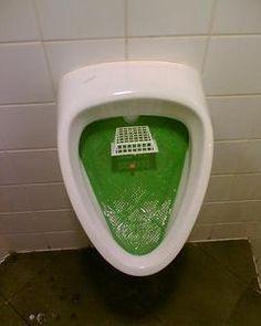 Visez la mouche ! - nudge pour toilettes propres
