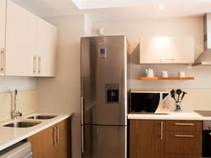 506 Canal Quays Apartment - 506 Canal Quays offers comfortable self-catering accommodation in a tastefully furnished one bedroom apartment situated on the fifth floor of the Canal Quays complex.The bedroom contains a double bed and .