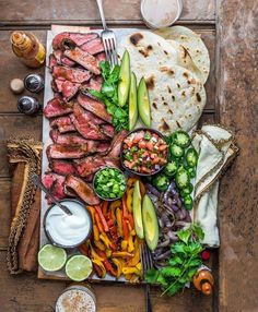 food platters / food ` food recipes ` food cravings ` food videos ` food photography ` food platters ` food and drink ` food dinner Grilled Chicken Fajitas, Steak Fajitas, Barbecued Chicken, Party Food Platters, Cheese Platters, Food Dishes, Main Dishes, Cooking Recipes, Healthy Recipes