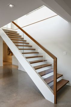 treppenhaus gestalten elegant geländer glas