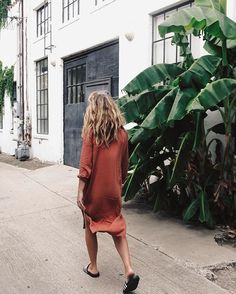 Find and save ideas about topics/street style/ on Women Outfits. Trendy Outfits, Summer Outfits, Fashion Outfits, Dress Fashion, Looks Style, Style Me, Side Slit Dress, Inspiration Mode, Street Style