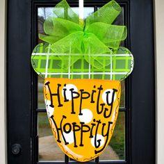 Easter Carrot Door Hanger, Carrot Easter Wreath ideas, Handmade Easter door decor ideas, Easter decor inspiration  #Easter #ideas #holiday www.loveitsomuch.com