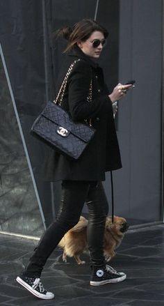 Sporty chic, oda a las converse - Celebrity Street Style Style Work, Look Street Style, Mode Style, Street Chic, Style Me, Street Styles, Chanel Street Style, Street Wear, Paris Street