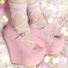 Kawaii fashion ~ j fashion ~ harajuku ~ gyaru ~ fairy kei ~ lolita fashion ~ gothic lolita ~ pastel goth ~ pink shoes ~ cute shoes ~