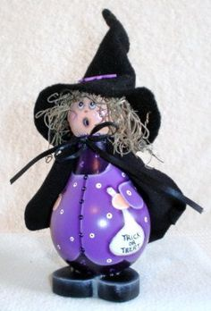 *HALLOWEEN.... witch halloween crafts purple witch painted light bulb.