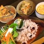 Base Island kitchen & 焼き菓子 工房 ベジタリアン定食 3タパス