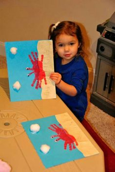 A cute way to entertain the kids on holidays and sve their cute hand prints! Cute hand crabs with googly stick on eyes!
