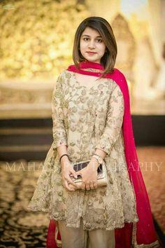 Shadi Dresses, Pakistani Formal Dresses, Pakistani Dress Design, Pakistani Fashion Party Wear, Pakistani Wedding Outfits, Wedding Dresses For Girls, Party Wear Dresses, Dress Indian Style, Indian Dresses