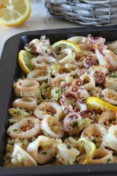 Calamari gratinati al forno con panatura al limone This salt baked fish recipe is fish crusted in salt and slid in the oven and baked until moist and tender and perfect. I calamari g. Shellfish Recipes, Meat Recipes, Seafood Recipes, Cooking Recipes, Healthy Recipes, Quick Recipes, Light Recipes, Healthy Food, Yummy Appetizers