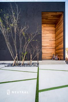 Japanese Architecture, Residential Architecture, Architecture Design, Outdoor Tiles, Outdoor Pergola, Modern Patio, Modern Landscaping, Pavement Design, Driveway Design