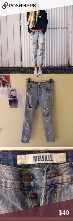 Brandy Melville Boyfriend Jeans Only wore a few times, in great condition! Has a really cute button fly  size 25 Brandy Melville Jeans