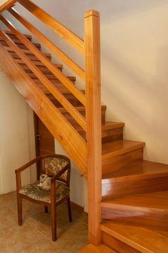 Risultati immagini per escalera en l medidas Home Stairs Design, Interior Stairs, Home Design Plans, House Design, Stairs And Doors, House Stairs, Danish House, Modern Bungalow House, Beautiful Stairs
