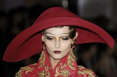 123 details photos of Christian Dior at Couture Fall 2007.