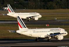 Air France Airbus A319-111 sister ships F-GRXB and F-GRHJ at Toulouse-Blagnac, October 2014. (Photo: T.Laurent)