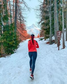 Imagine that mountain in the distance is the weekend. Planet Fitness Workout, Fitness Workouts, Granola Girl, Before Running, Running For Beginners, Runner Girl, Running Inspiration, Just Run, Outdoor Life